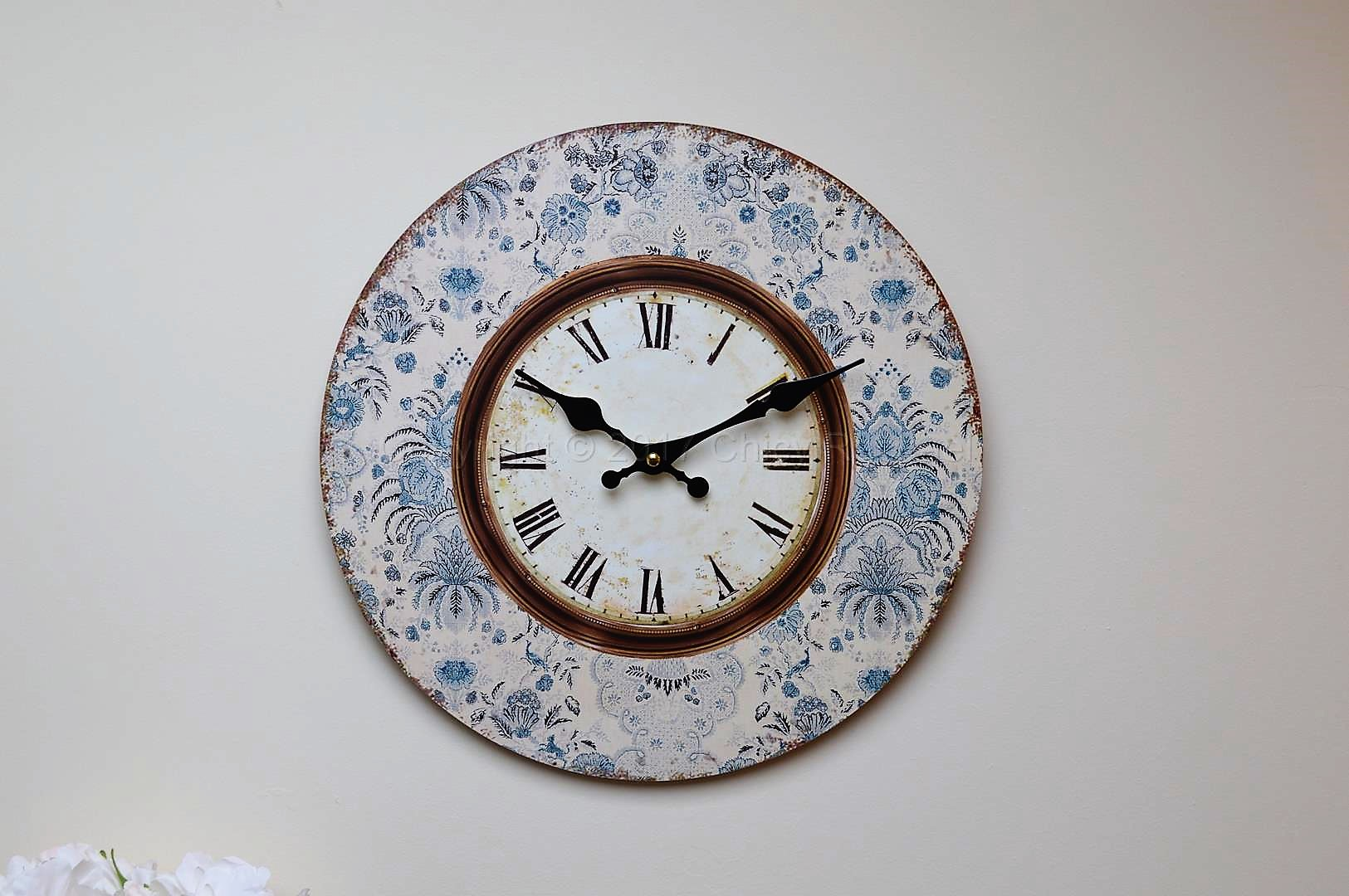 blue floral framed small wall clock chicy rachael. Black Bedroom Furniture Sets. Home Design Ideas